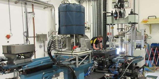 Studying ductile tearing of metals using X-ray and neutron scattering