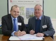 Paul Tuplin, Commercial Director for VINCI Construction UK, and Professor Eric Thomas, Vice-Chancellor of the University of Bristol, sign the contract for building work at Hiatt Baker