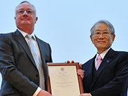 Dr Hiroshi Matsumoto receives his honorary degree from Bristol Vice-Chancellor Professor Sir Eric Thomas