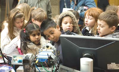 Demonstrating the technology at Science Alive! 2008