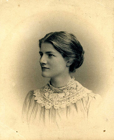 Image of Elizabeth Casson reproduced with permission of the Elizabeth Casson Trust
