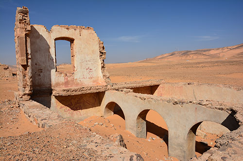 Image of the ruins of an abandoned Hejaz Railway station at Wadi Rutm